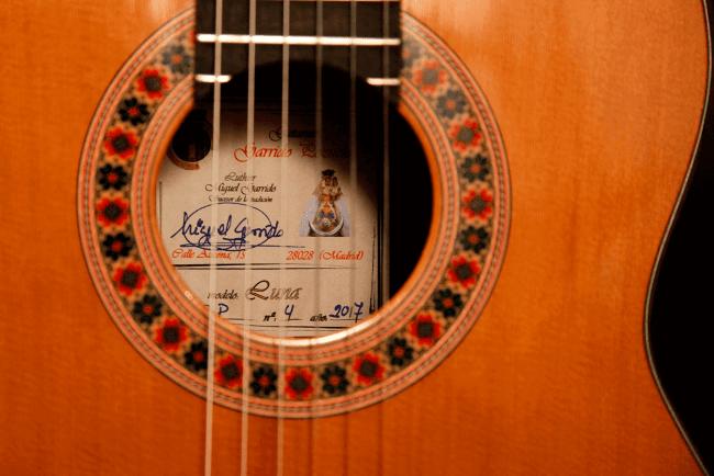 Boca y roseta de una guitarra