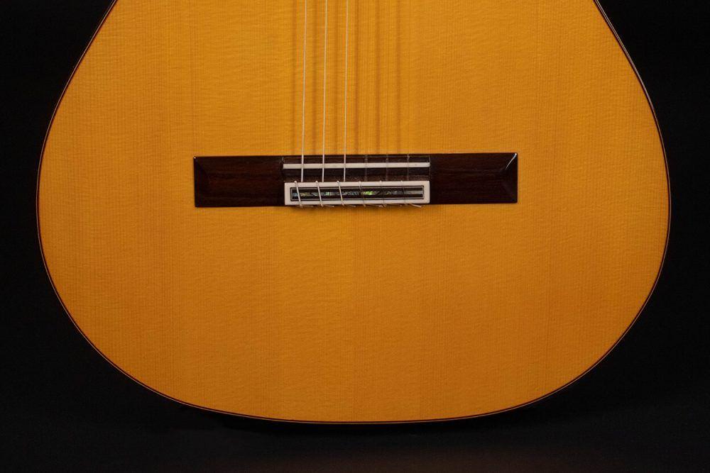 Cutaway guitar model Zambra bridge